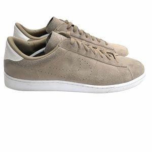 Nike Men's Suede Tennis Classic CS  Sneaker
